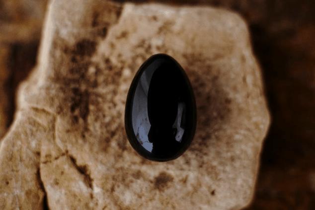 roca de vidrio obsidiana