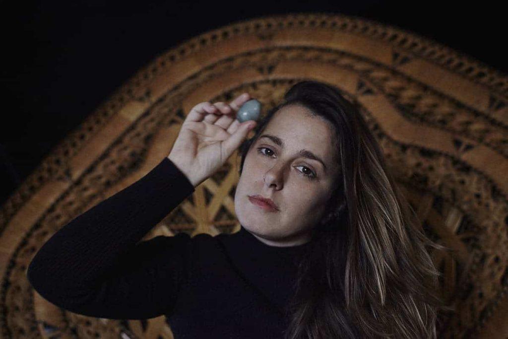 Eliza mostrando Yonni Jade
