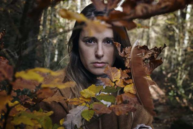 mujer en la natura